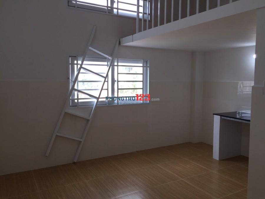 Còn lại 1 phòng dt 25m2, có máy lạnh, 2 cửa sổ thoáng mát tại GV