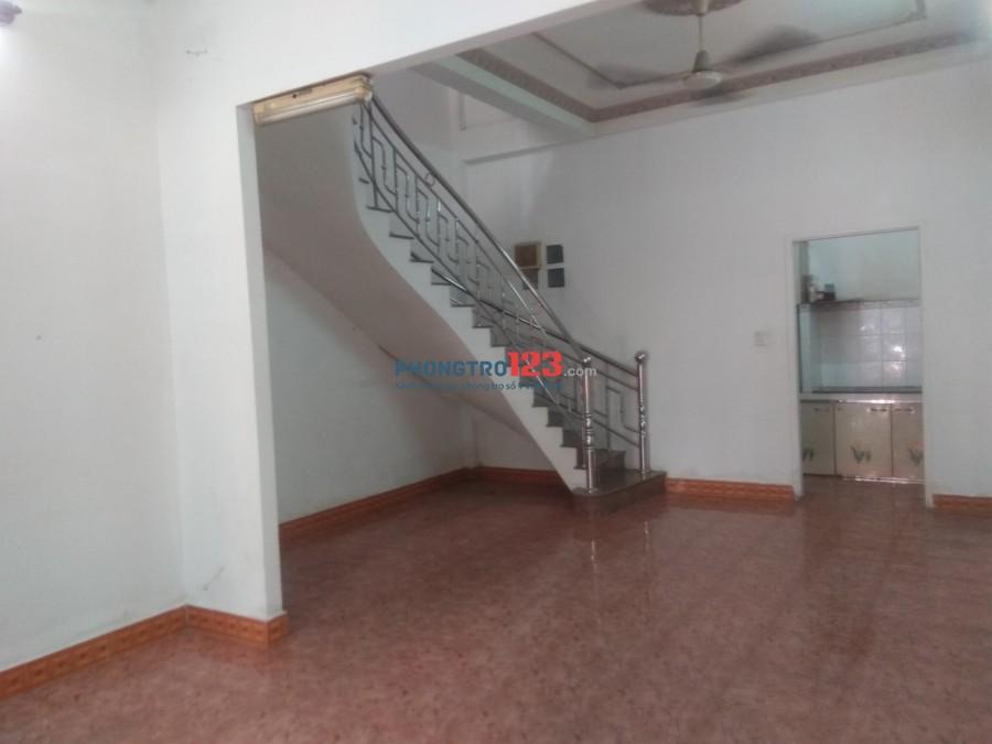 Cho thuê nhà nguyên căn 135m2, Quận Bình Thạnh