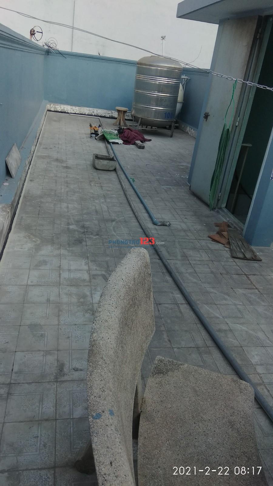 Sân thượng cho thuê 50m2, hẻm xe hơi.