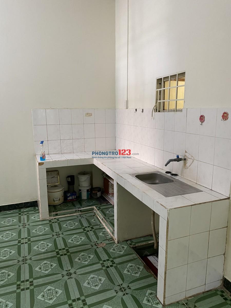 Cho thuê nhà nguyên căn 160m2 4pn HXH tại Nguyễn Xiển Long Bình Q9 giá 8tr/th