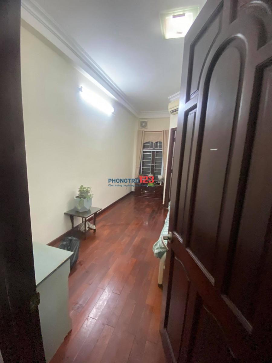 Phòng sàn gỗ, cửa sổ, wc riêng, full nội thất, gần pearl plaza Điện Biên Phủ