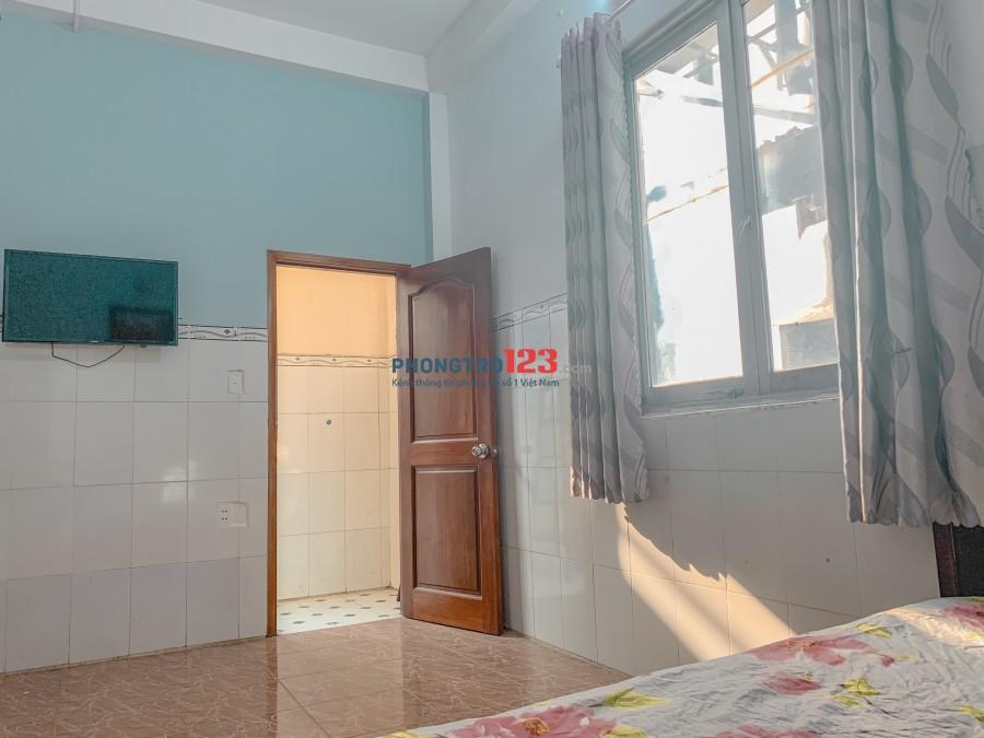 Phòng Cộng Hoà Gần FE Credit Full Nội Thất cửa sổ, máy lạnh, tivi, giường, tủ lạnh, nước nóng