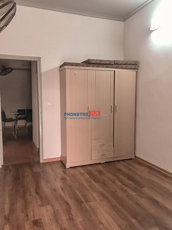 Cho thuê căn hộ tập thể 2 ngủ 1 khách 1 bếp 1 vs cho gia đình ở