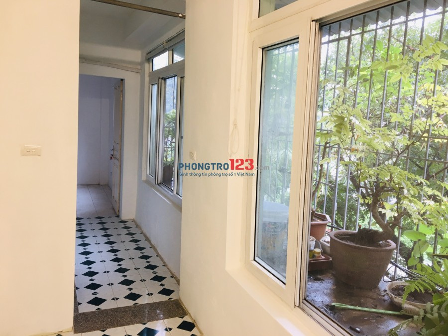 Cho thuê căn hộ tập thể Liễu Giai, 86m2, 2 ngủ 2 vệ sinh