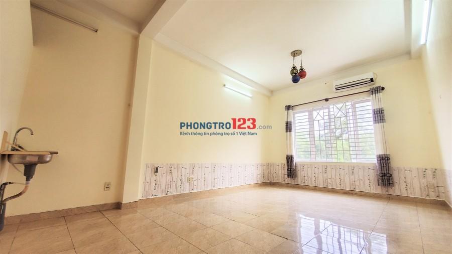 Phòng 40m2 cực rộng, cửa sổ lớn ra thiên nhiên, mặt tiền D2 nối dài !