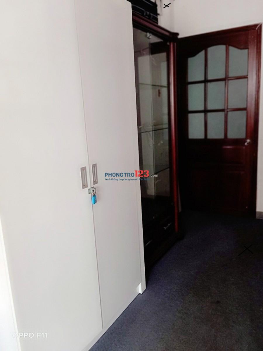 Tìm người ở ghép, Q10. giá 1tr200 bao điện nước net...Có giường riêng