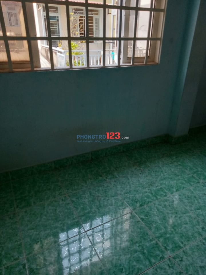 Cho thuê phòng trọ 6m2 có cửa sổ rộng, WC chung sạch sẽ tầng 2 hẻm Hoàng Diệu giá 1tr5/tháng