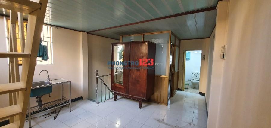 Nhà Lầu Có 2 Máy Lạnh 2 Phòng Ngủ Q. Bình Thạnh