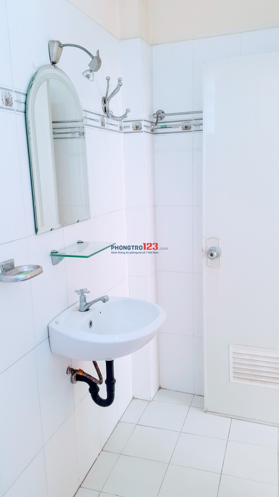 Phòng cho thuê quận 3, máy lạnh, máy nước nóng, toilet riêng