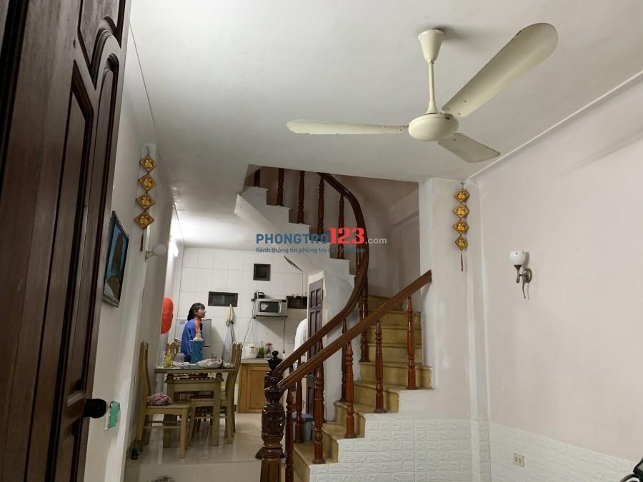 Cho thuê phòng trọ 15m2/ phòng nhà Phố Vĩnh Hưng 4 tầng
