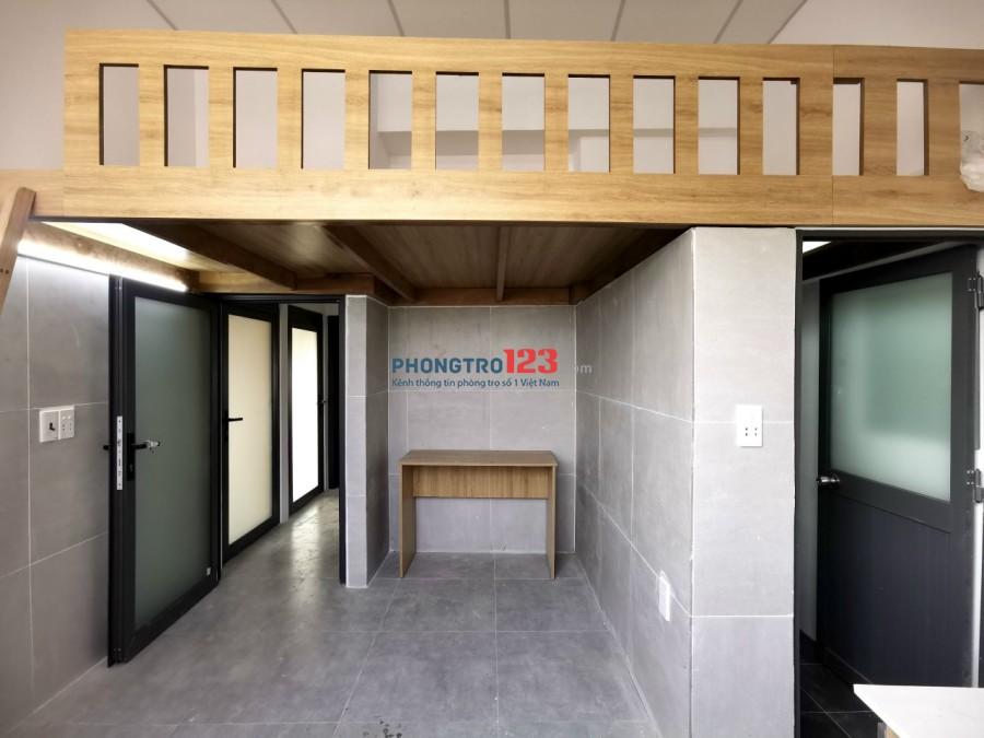 Phòng mới xây có gác và ban công thoáng mát