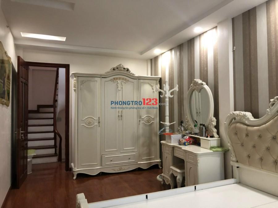 Cho thuê nhà 5 tầng đủ đồ, giá 15 triệu phố Hào Nam, nhà đã ở nhưng còn mới