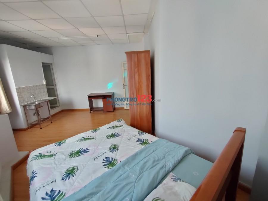 Phòng đẹp thoáng mát MÀ GIÁ LẠI RẺ ĐÂY MỌI NGƯỜI ƠI. Phòng oke lắm nhé Mại zo Mai zo......