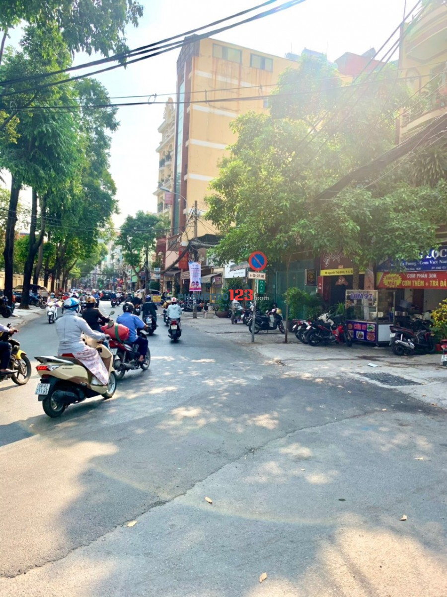 Cho thuê mặt bằng 45m2 số 99 Nguyễn Thái Bình P4 Q Tân Bình giá 8tr/th
