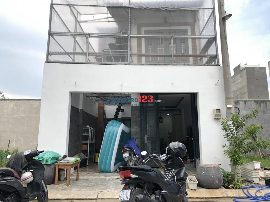Cho thuê nhà nguyên căn 67m2, 1 trệt 1 lầu, đường Bưng Ông Thoàn, P. Phú Hữu, cách KCN Cao 200m