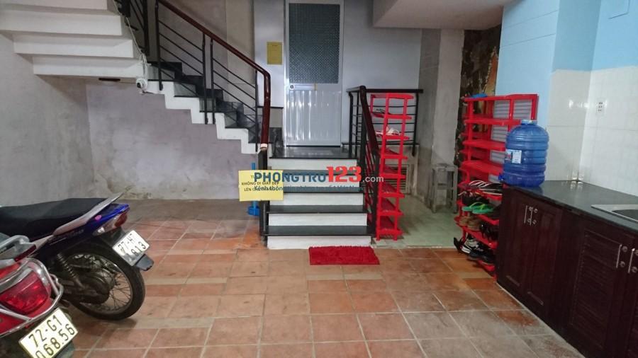 Phòng tầng trệt, có bếp. Đối diện siêu thị Emart, gần ĐH Công Nghiệp