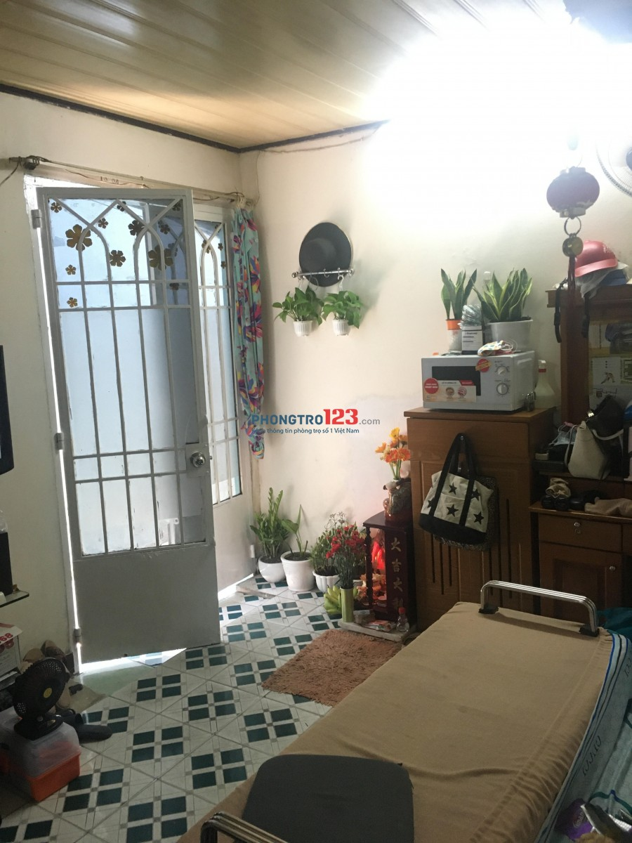 Chính chủ cho thuê nguyên căn đường Nguyễn Cư Trinh Quận 1, giá 6,3 triệu/tháng. An ninh, gần chợ