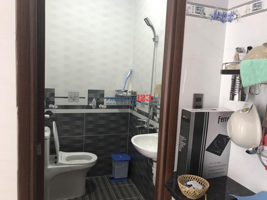 Phòng sạch sẽ, thoáng mát Q. Bình Thạnh ( Gần ngã 4 Hàng Xanh).
