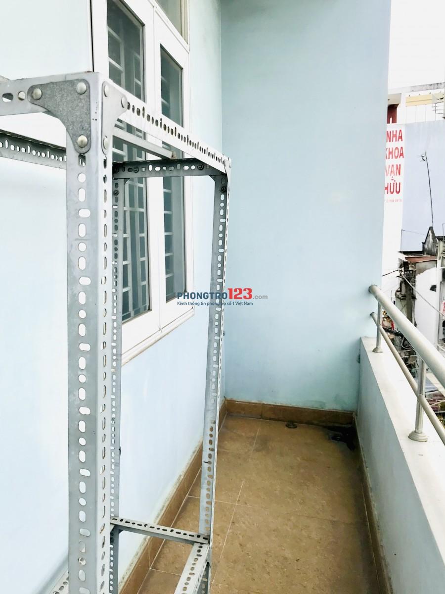 Phòng trọ 30m2 BAN CÔNG WC RIÊNG gần Emart quận Bình Thạnh