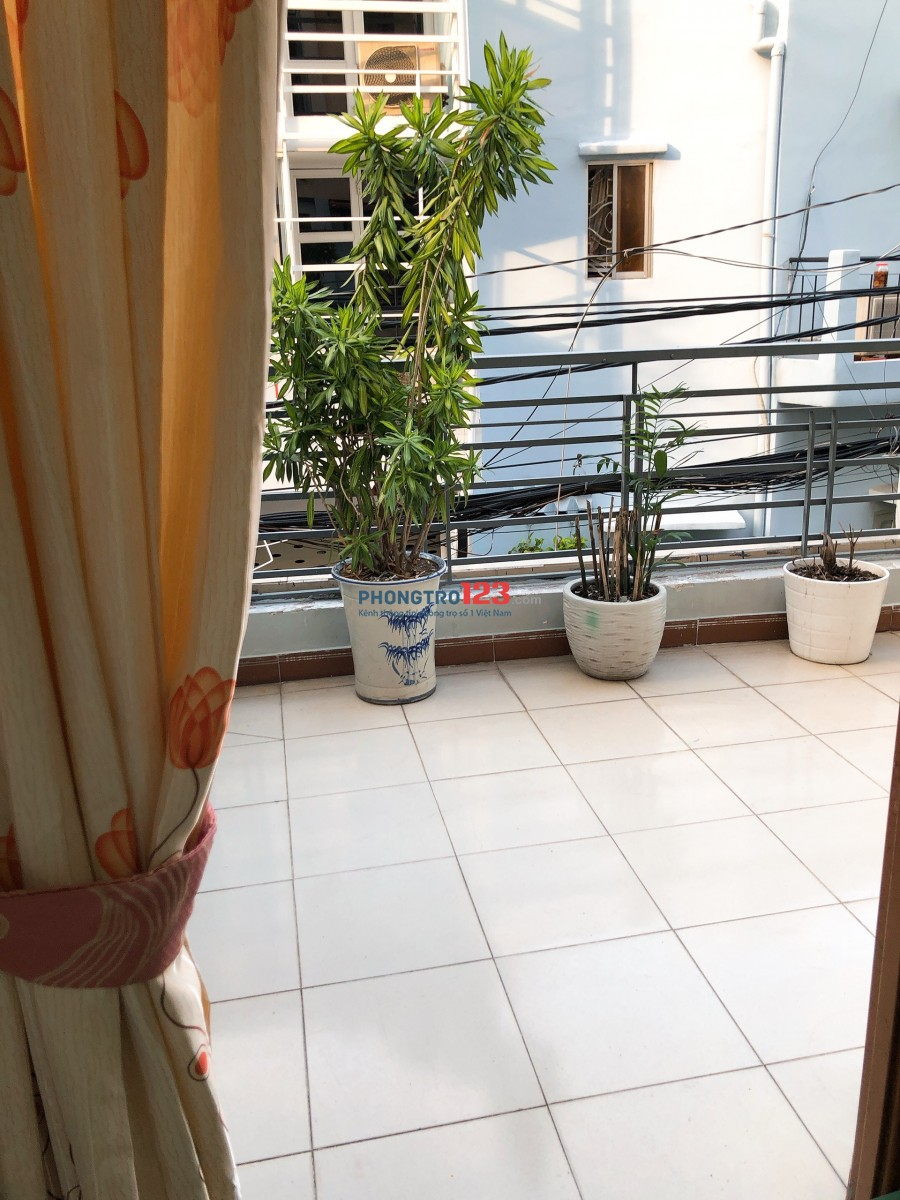 Phòng có bancon trồng rau, hoa được ngay gần Q1, Q3