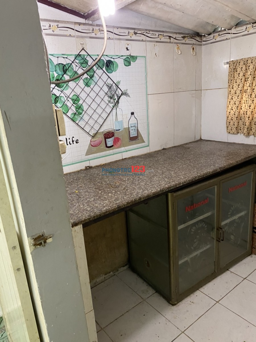 Cho thuê phòng Q.4, rộng 36 m2, gần ĐH Luật, khu vực an ninh, phòng trống, vào ở ngay
