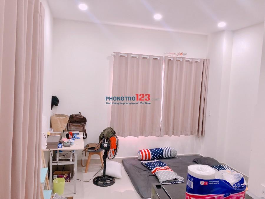 Quận 1, DT: 24-36 m2, phòng mới, thoáng mát, có ban công. LH: 0909325755 (Zalo, SMS)