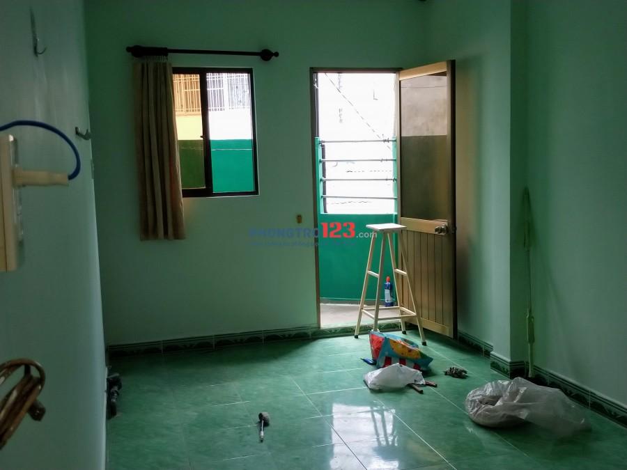 Cho người đi làm việc học tại thành phố sau nhà mặt tiền 207 Võ Văn rộng 20m2 giá 2tr5/tháng