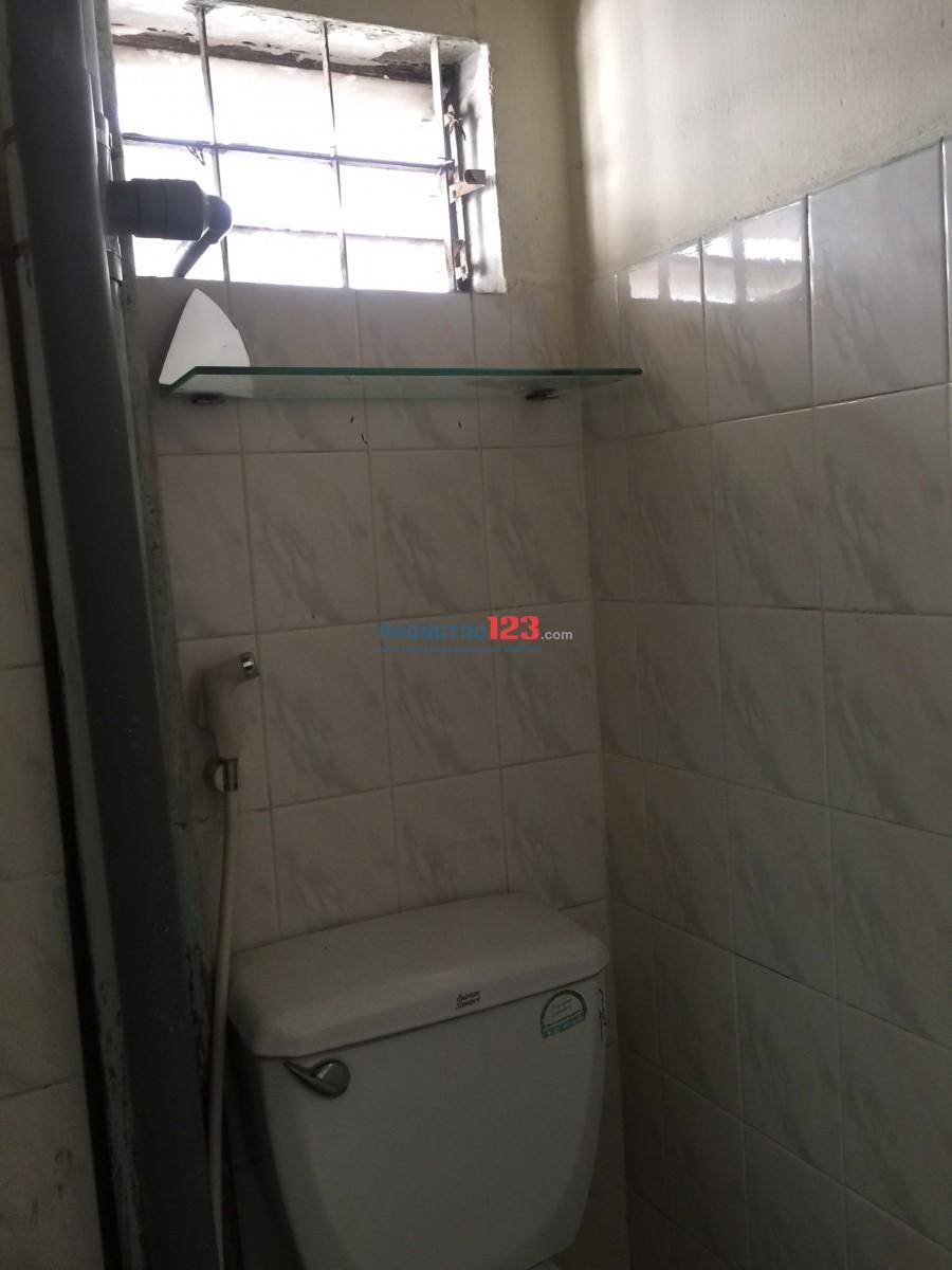 Cho thuê phòng trọ 494 Đường Phan Văn Trị, Phường 7, Quận 5. Giá phòng: 2,5 - 2,8 triệu/phòng, Điện 100k/Người, Nước 4k/