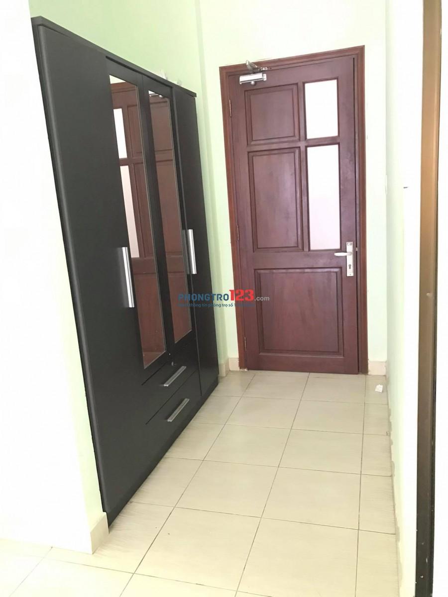 Phòng kệ bếp trên dưới giá thuê 3tr5 chỉ cần xách vali vào là ở, diện tích 30m2 .