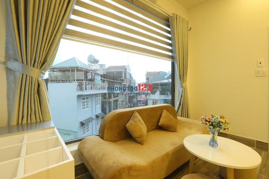 Căn hộ cao cấp gần sân bay, 1 phòng ngủ, 1 phòng khách có ban công riêng trên đường Hậu Giang