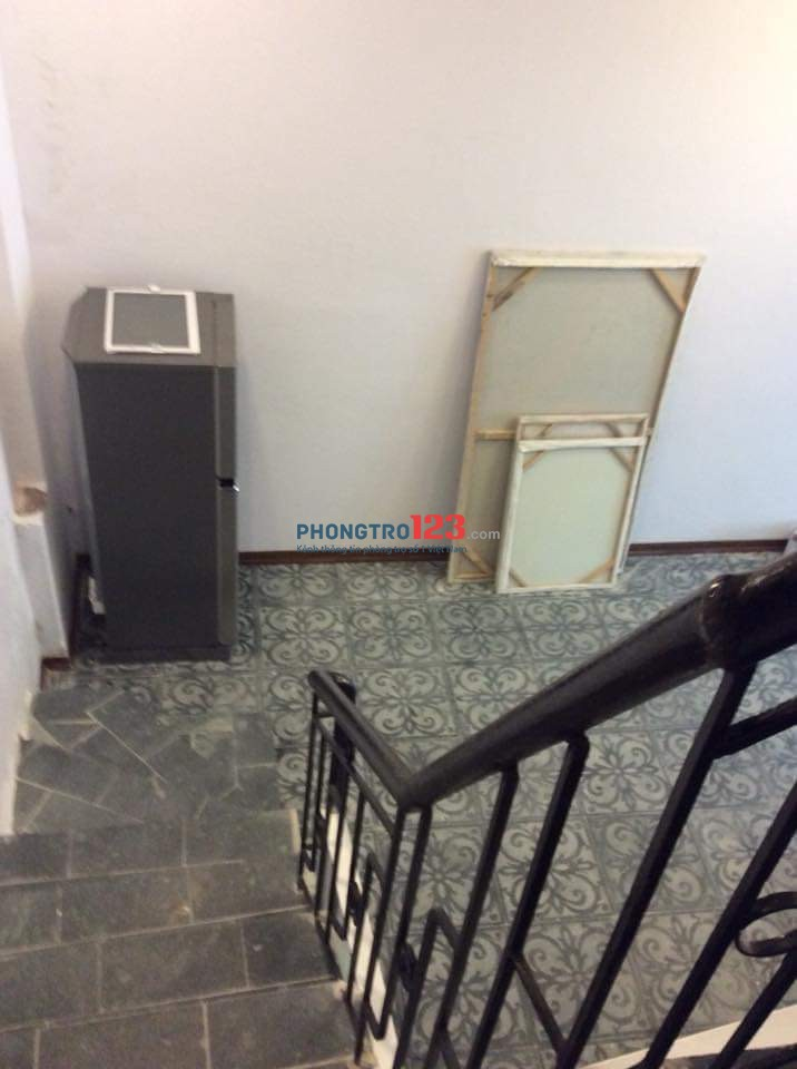 Cho thuê căn hộ thích hợp làm văn phòng đ/c tại 12/142 Nguyễn Đình Hoàn, Phường Nghĩa Đô, Quận Cầu Giấy
