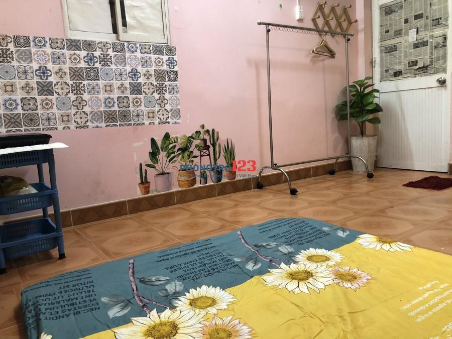 Phòng 18m2 Hồ Văn Huê, Phú Nhuận có nội thất giờ tự do 3tr