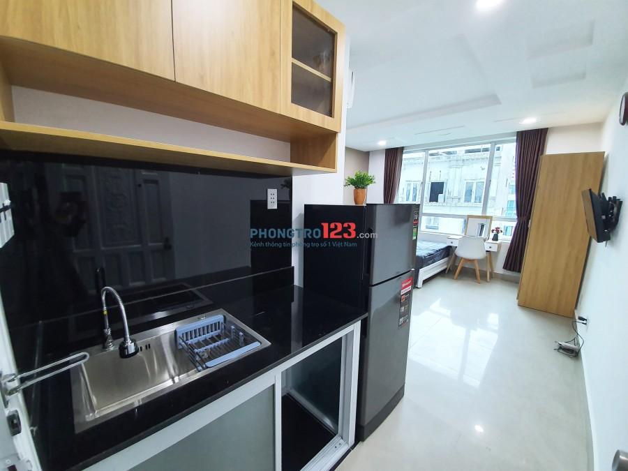 Căn hộ đầy đủ nội thất mặt tiền đường Trần Quang Diệu Quận 3, cửa sổ lớn đón gió, giá ưu đãi mùa dịch
