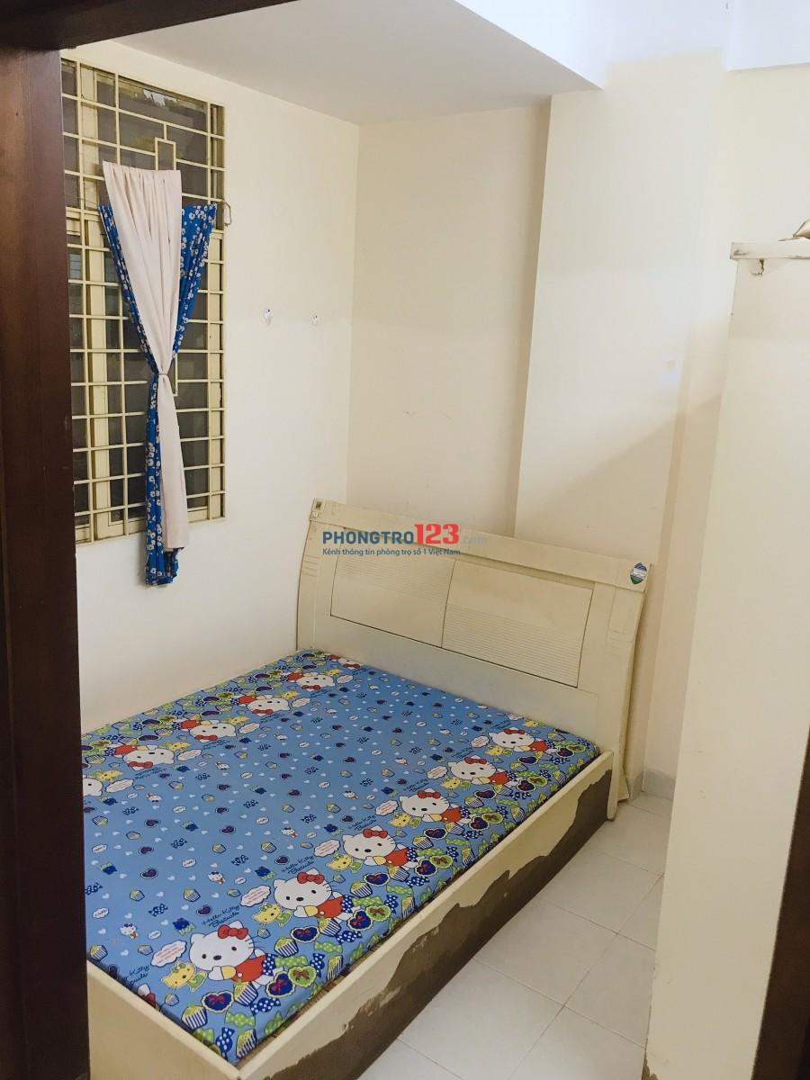 Share 1 phòng trong chung cư B1 Trường Sa. Giá: 3.900.000vnd (chưa bao gồm tiền điện)