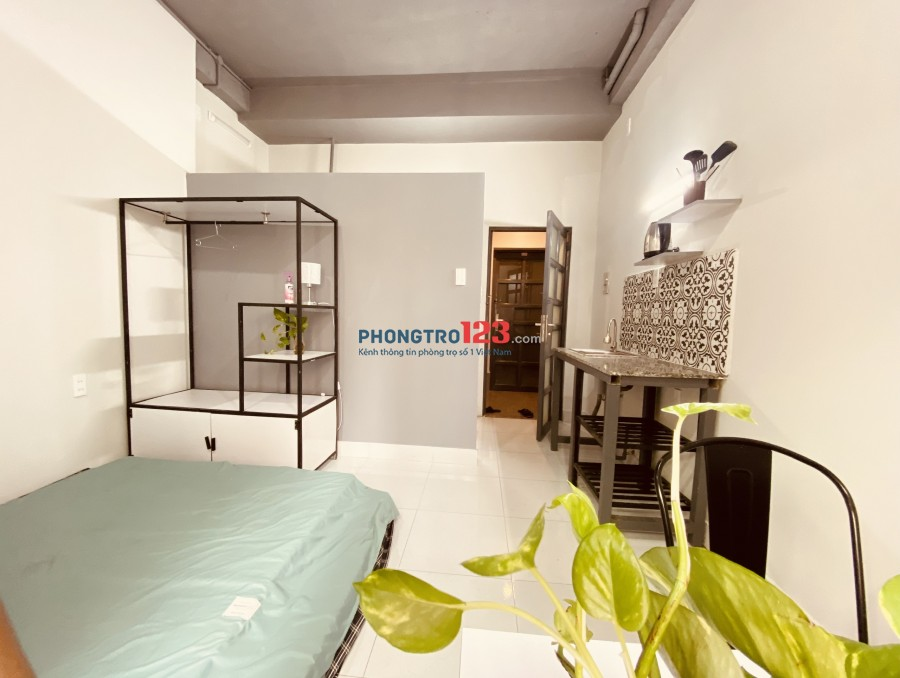 Phòng đẹp đường CMT8 gần ngã tư 7 Hiền, full nội thất, có bếp nấu ăn