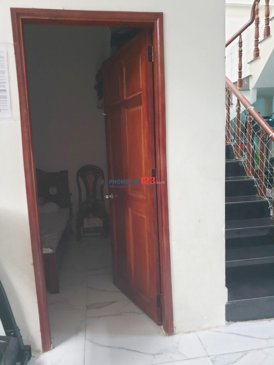 Cho thuê nhà nguyên căn 1 lầu 6x14M2 ở, kinh doanh, ngã tư Bà Điểm Phan Văn Hớn. Giá 9 triệu/tháng