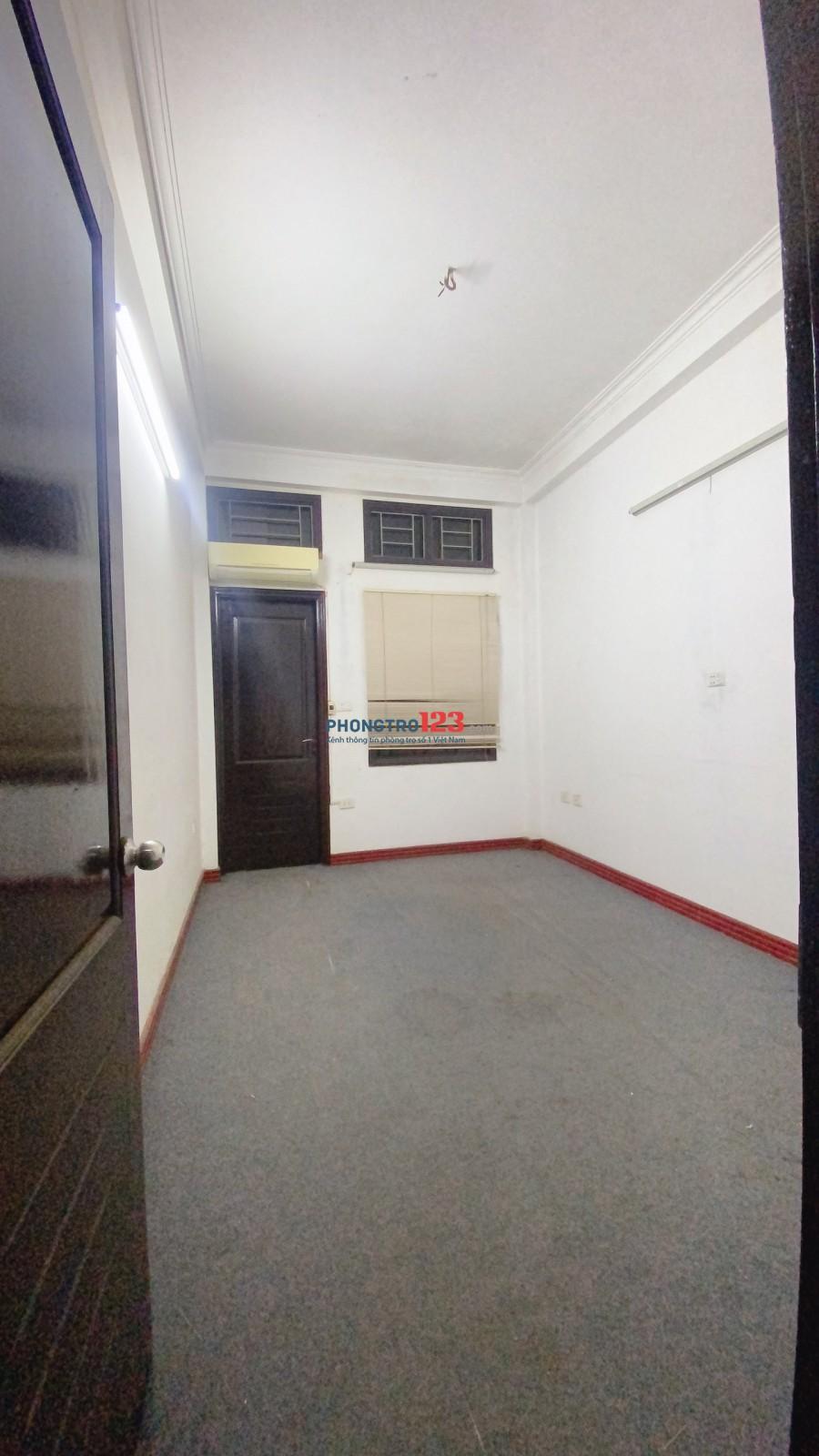 Cho thuê nhà mặt phố Quan Đông, Quan Hoa, kinh doanh sầm uất. 13 triệu/tháng. DT 45m x 4 tầng, 6 ngủ, 1 khách.