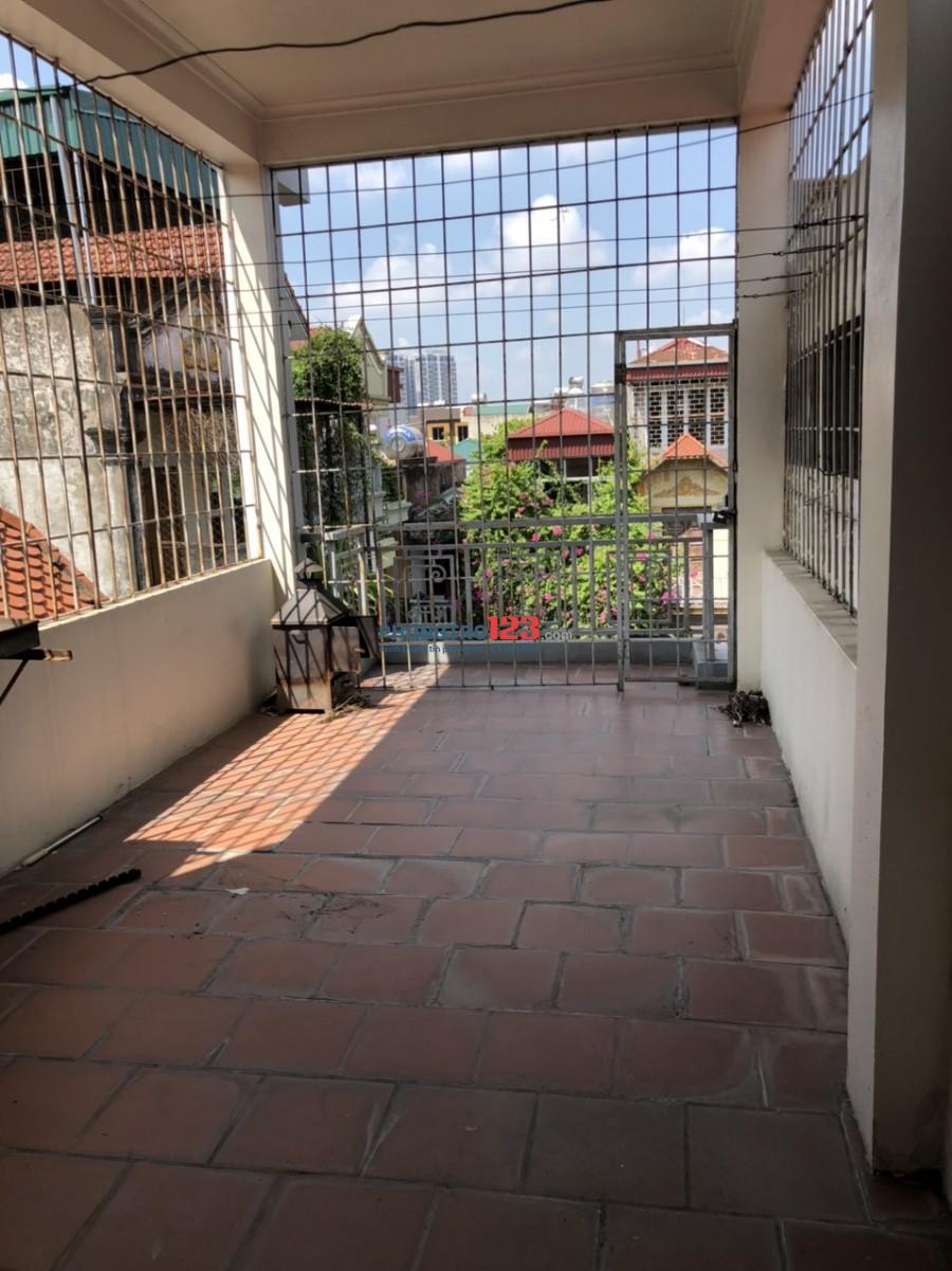 Chính chủ cho thuê nhà ở tại số 21A ngõ 69 Xuân la, Nhà 5 tầng, diện tích 40m2 mỗi tầng