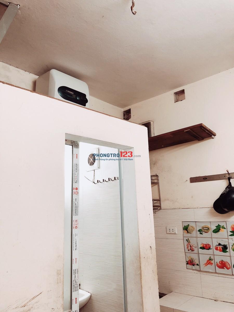 Cho thuê nhà nguyên căn 3 tầng phố Đồng Nhân ngõ thông Lò Đúc