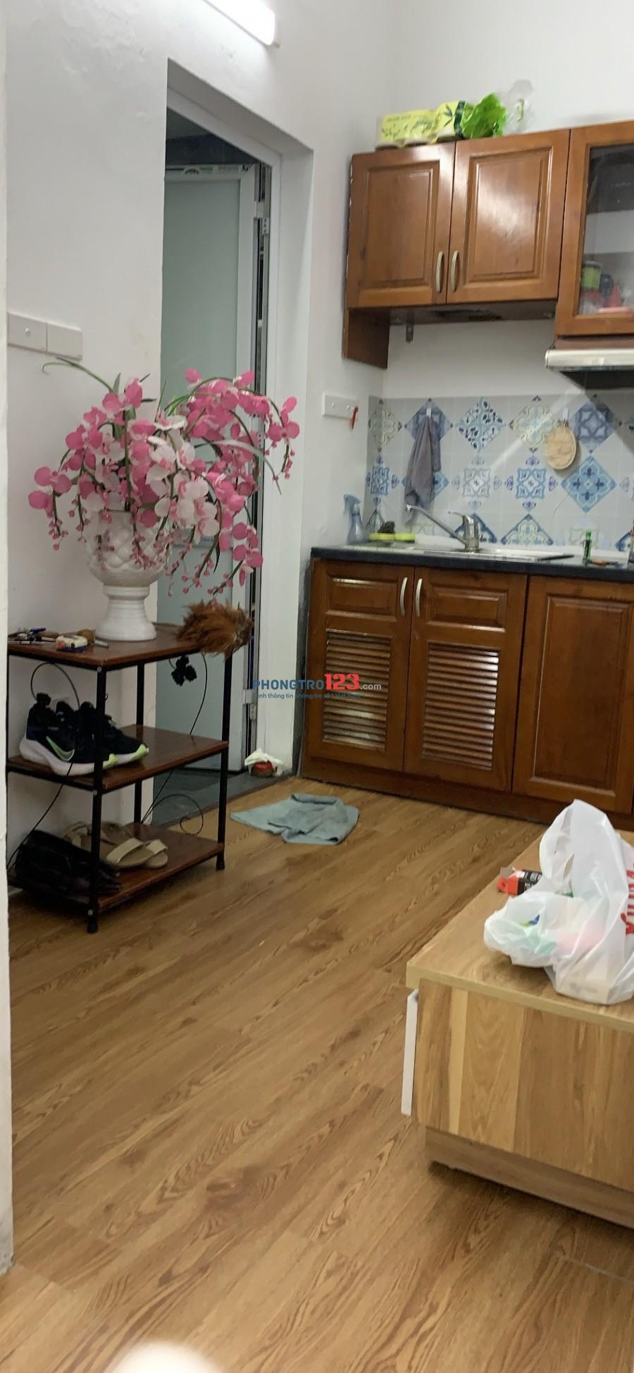 Cho thuê phòng đầy đủ đồ, khép kín, cổng khoá từ tại Cầu Gỗ, Hoàn Kiếm, cách Hồ Gươm 100m