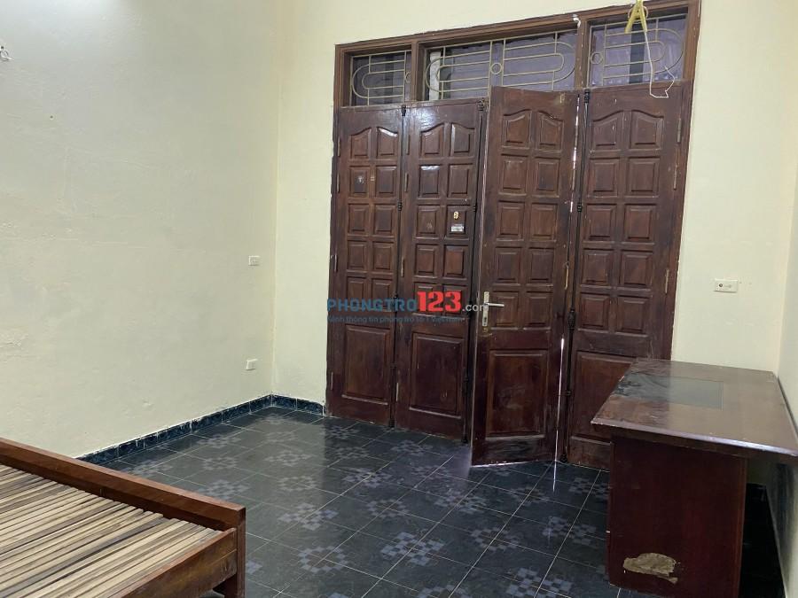 Phòng trọ bình dân có nhà bếp riêng rộng rãi diện tích phòng 20m2 giá thuê 1tr8/tháng